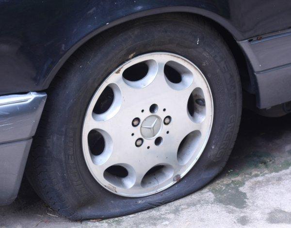 タイヤパンクに注意