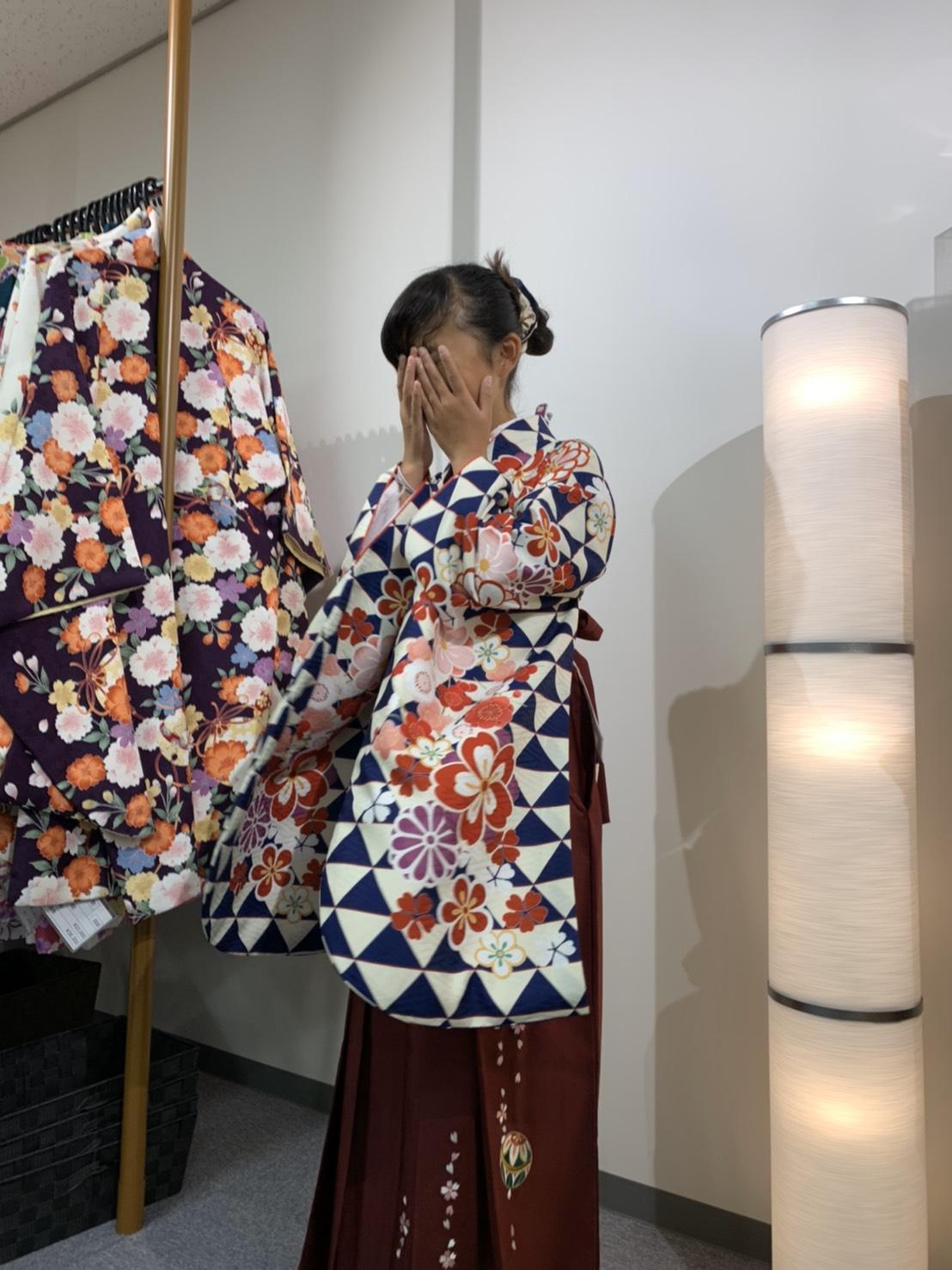 卒業式で借りる袴を見に行ってきました!