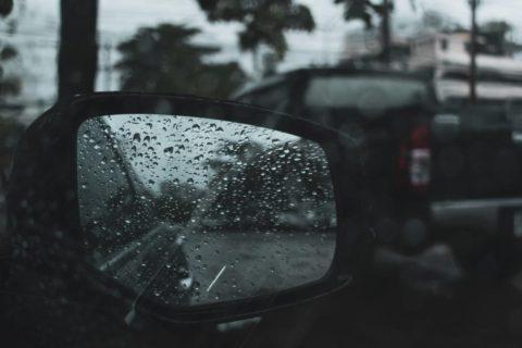 雨の日に事故を防ぐ方法とは!